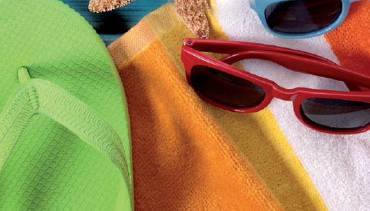 Slipppers en zonnebrillen