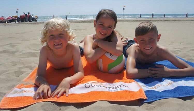 Kinderen op strand