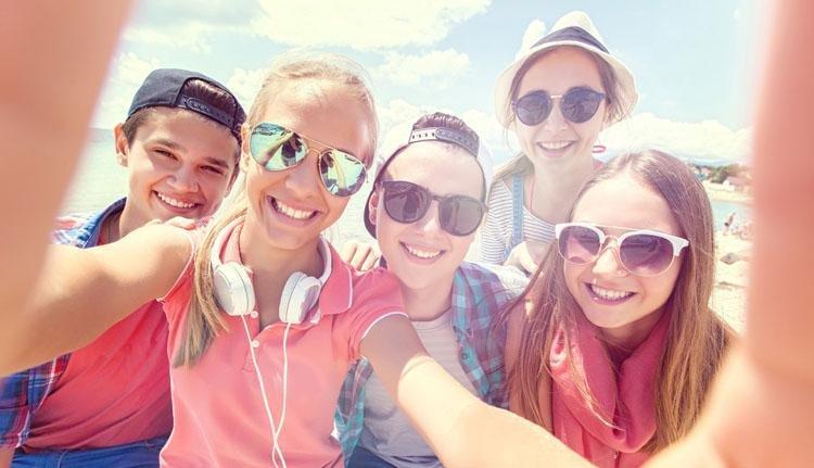 Tieners op het strand 2